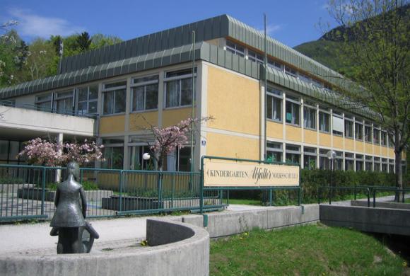 Schulgebäude VS Abfalter